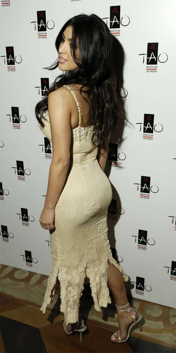 http://usversusthem.files.wordpress.com/2007/11/kim-kardashian-ass1.jpg