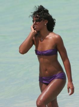 kelly-rowland-beach-bikini-3.jpg