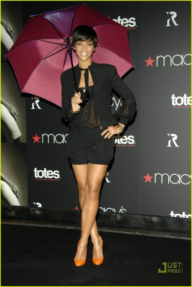 rihanna-umbrella-line-06.jpg